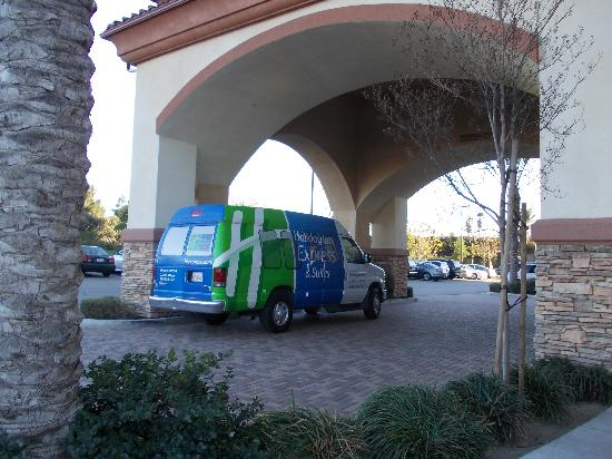 Holiday Inn Express & Suites Ontario Airport: shuttle bus