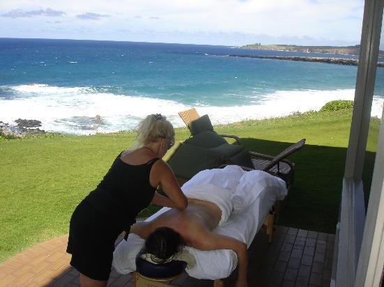 Massage Maui: Ana outside our villa getting pampered