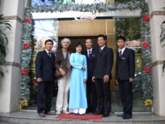Hanoi A1 Hotel: Mom and the Staff!