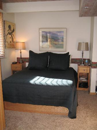Laurelwood Studios: bedroom