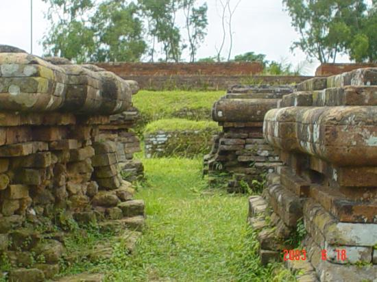 Ruins of the Buddhist Vihara at Paharpur: stups