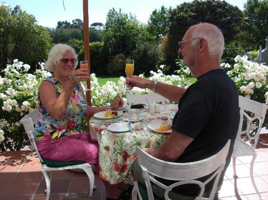 Glen Avon Lodge: Ontbijt op het terras