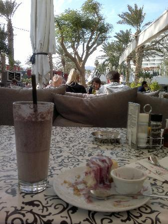 Cafe Cafe: молочный коктейль!