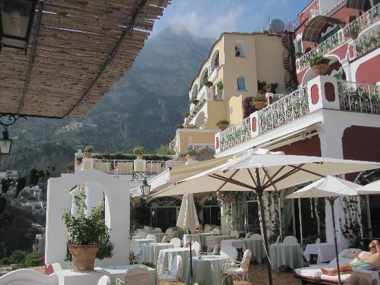 Le Sirenuse Hotel: Restaurant - piscine