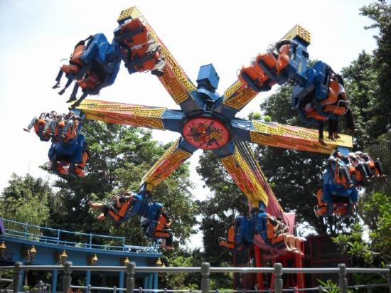 Ancol Dreamland: One of the rides