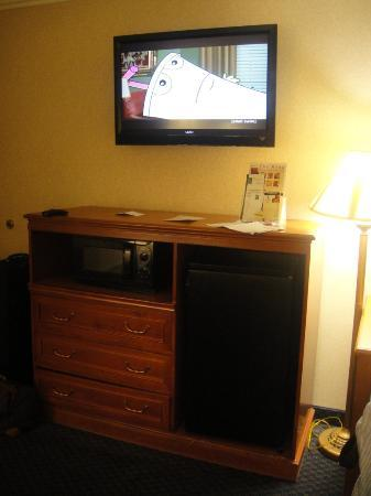 Quality Inn Near Hollywood Walk of Fame: flat TV, Frigde, Microwave as  neat at its place