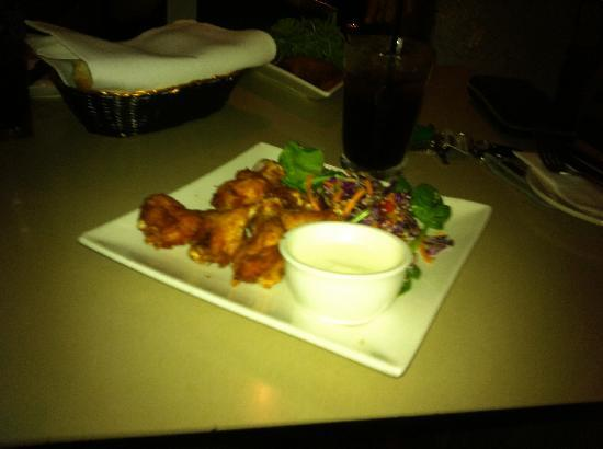 Breakfast Creek Hotel: Buffalo wings