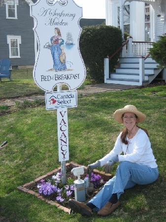 A Seafaring Maiden Bed and Breakfast: Ann Marie's Spring Flowers