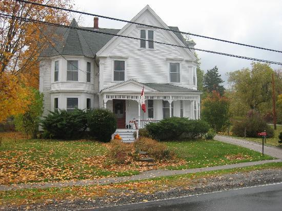 A Seafaring Maiden Bed and Breakfast : Fall @ A Seafaring Maiden B&B