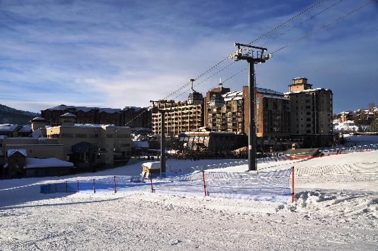 Ptarmigan House: Ski to the Gondola