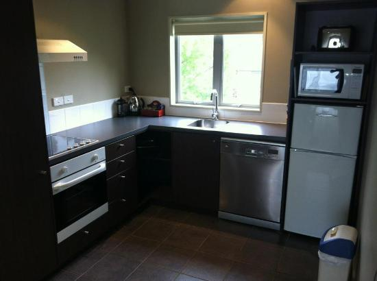 Airport Christchurch Luxury Motel & Apartments: Kitchen