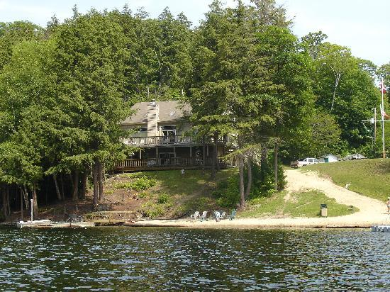 Sunny Point Resort, Cottages & Inn : Grand Muskokan million dollar dream home rental available as a 5 or 7 bdrm