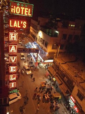 OYO 2902 Hotel Lal's Haveli: 屋上のレストランからの風景