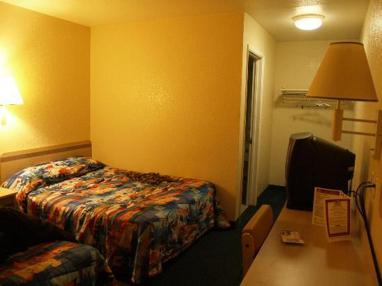 Motel 6 Sacramento Downtown: The basico room