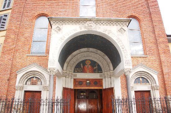 Basilica di San Calimero: portico d'ingresso
