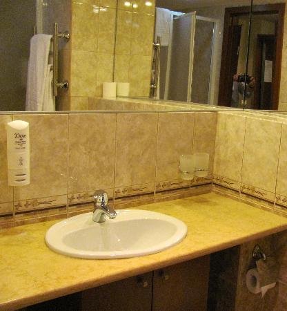 โรงแรมแคเทอรินาปาร์ค: The bathroom