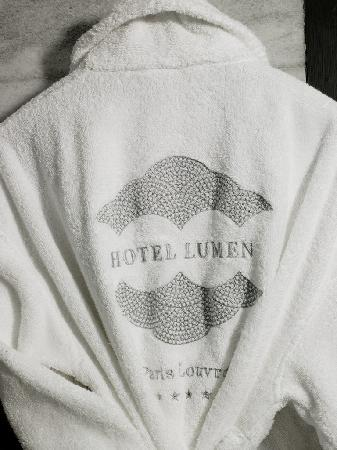 Hotel Lumen Paris Louvre: Bathrobe