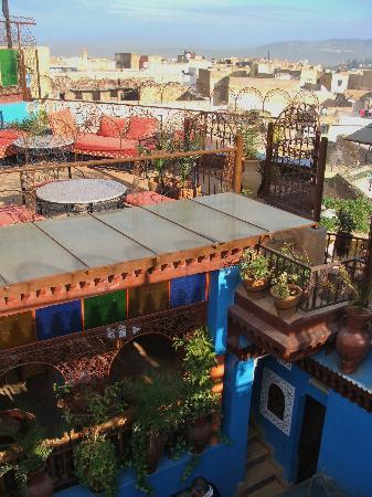 Riad Hiba Meknes: terrasse et salon