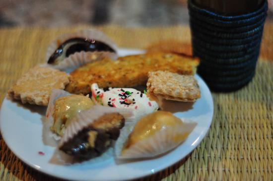 Kasbah Le Mirage: Sample dessert (Moroccan pastries)