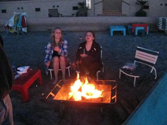 La Jolla Beach and Tennis Club: fire pit on beach/can rent