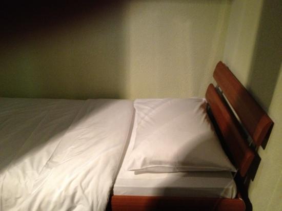 Tivoli Hotel: bed