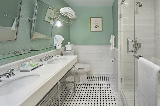 Lord Jeffery Inn: Guestroom Bathroom
