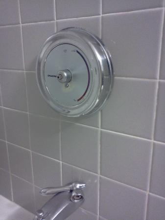 DoubleTree by Hilton Charlotte Airport: Shower Broken