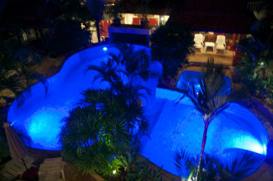 Constanza Boutique Resort: Pool lit up at night