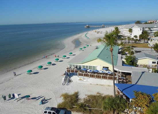 Gulfshore Grill: Directly on Fort Myers Beach