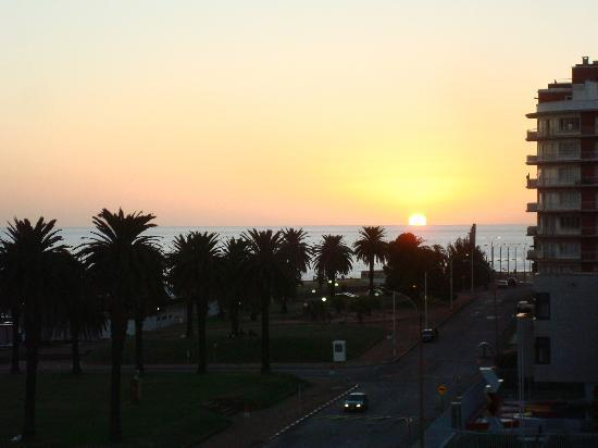 Ibis Montevideo: Sunset from our room