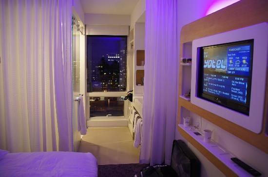 YOTEL New York at Times Square West: chambre 3 personnes, prise avec mon appareil, identique aux photos pro !!