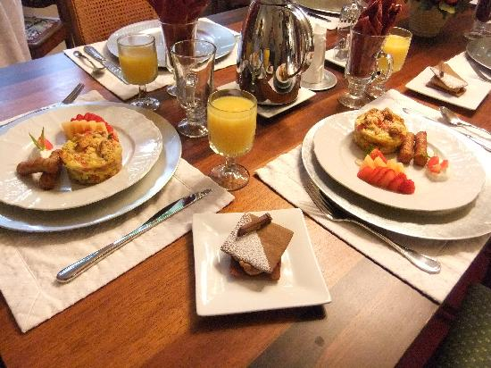 The Bed & Breakfast Inn at La Jolla: Wonderful gourmet breakfasts!