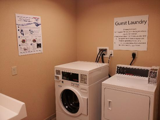 Holiday Inn Express & Suites Bonifay: Guest Laundry