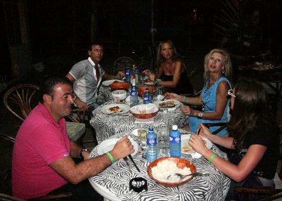 cena tra amici allo spuntino