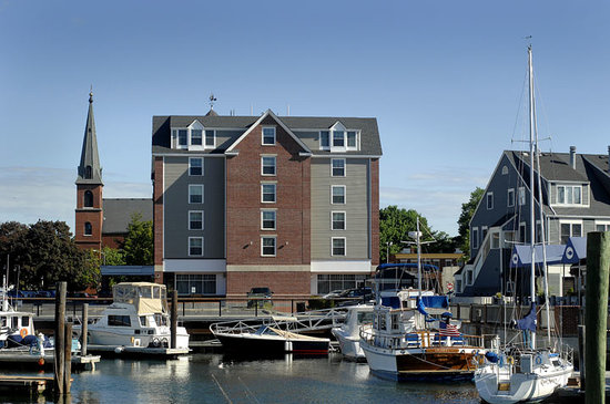 Salem Waterfront Hotel & Suites : Our location makes it easy to arrive by boat.