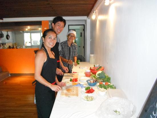 Sabai Sabai Thai Cooking School & Restaurant: Preparing the ingredients!