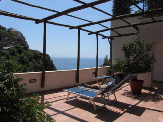La Pergola Hotel: Terrace next to room