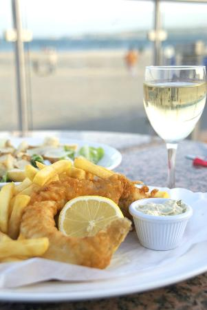 Sandbanks Beach cafe: Fish & Chips with view