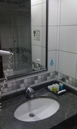 Green Park Bostanci: Bathroom