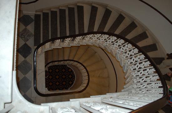 Kimpton Hotel Monaco Washington DC: Staircase in Monaco (Kimpton DC)