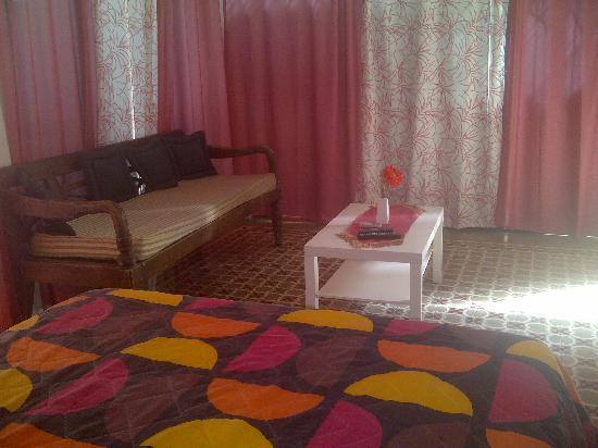 Esedeku House: Studio Apartments