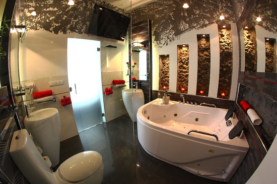 Komorowski Luxury Guest Rooms: Luxury King Room Bathroom