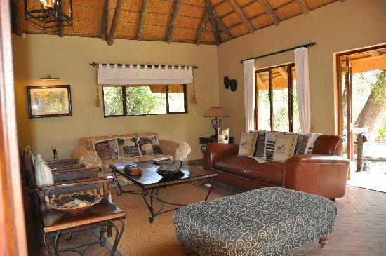 Royal Tree Lodge: lounge