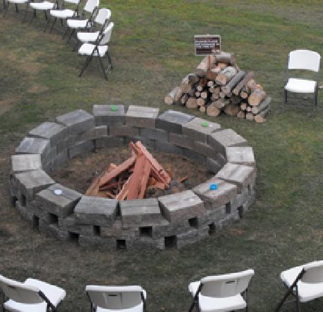 Bear Inn: the fire pit in the backyard