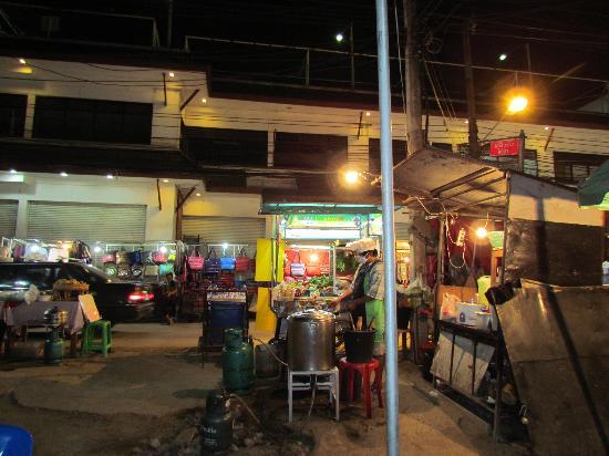 Taladya Homestay : A night cafe - amazing food at bargain price