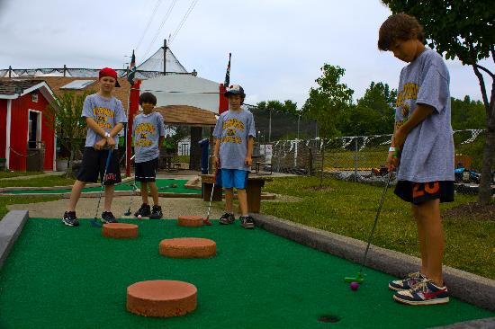 Fun 'n' Stuff: Mini Golf