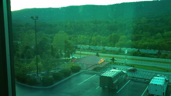 Holiday Inn Express Hotel & Suites Harriman: to your left