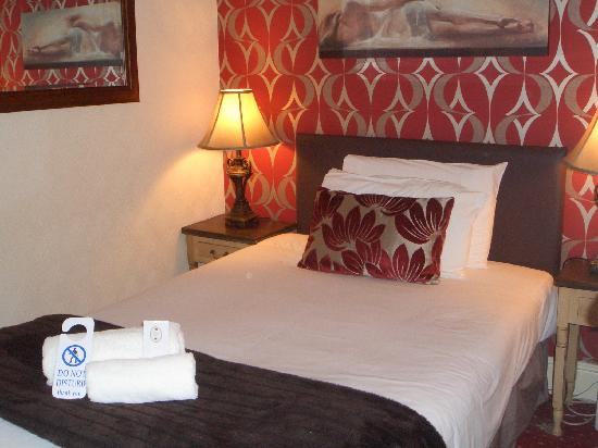 Brookside Hotel: Single Room
