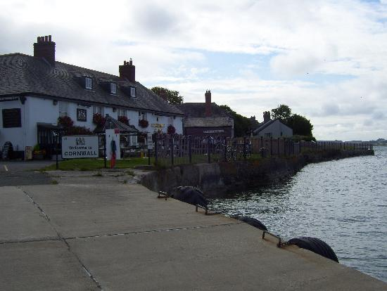 The Edgcumbe Arms: Edgcumbe Arms from the ferry2