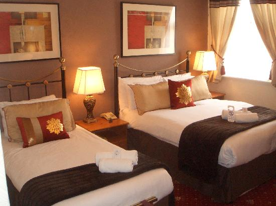 Brookside Hotel: Family/Twin Room